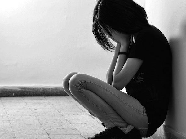 woman depressed giving up give up no hope